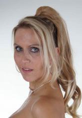 Titelgirl Julia Pink von der Erzieherin zum Porno-Luder